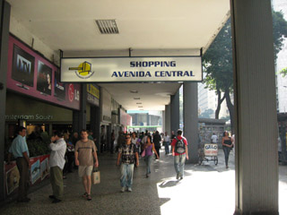 Avenida Central - Buy a digital camera in Rio.