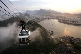 Visit the Sugarloaf mountain with the cable car